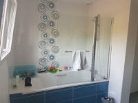 Vu sur la baignoire 23.5x58 Glam Mar, 23.5x58 Glam Blanco et 23.5x58 Décors Pop Blanco